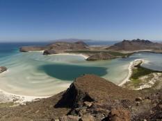 L'une des plus belles baies de Basse-Californie, Bahia Ballandra. 20 km au nord de La Paz.