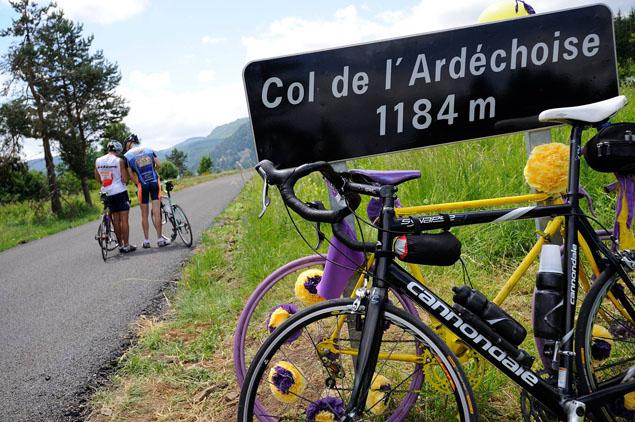 Le vélo électrique en Ardèche - A/R Magazine voyageur 2017