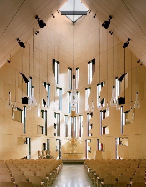 Dans la plus grande église en bois d'Europe - A/R Magazine voyageur 2017