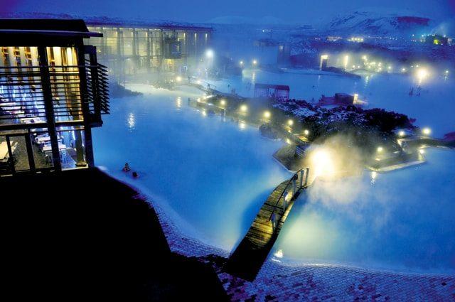 Au Blue Lagoon en Islande - A/R Magazine voyageur 2017